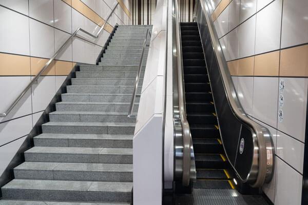 ヒルトン東京アクセス 西新宿駅から8